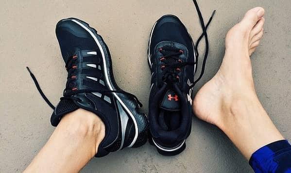 استفاده از کفش های مناسب برای درمان گرفتگی عضلات پا