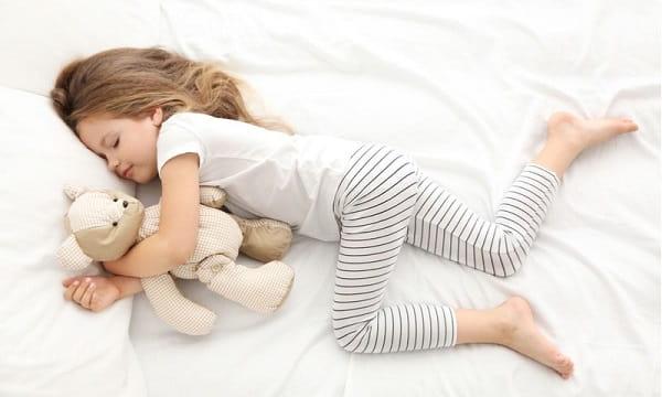 استراحت، استفاده از یخ، فشردهسازی و بالا بردن زانو برای درمان خالی شدن زانو