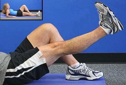 بالا بردن پا به صورت صاف برای تقویت عضلات چهار سر ران