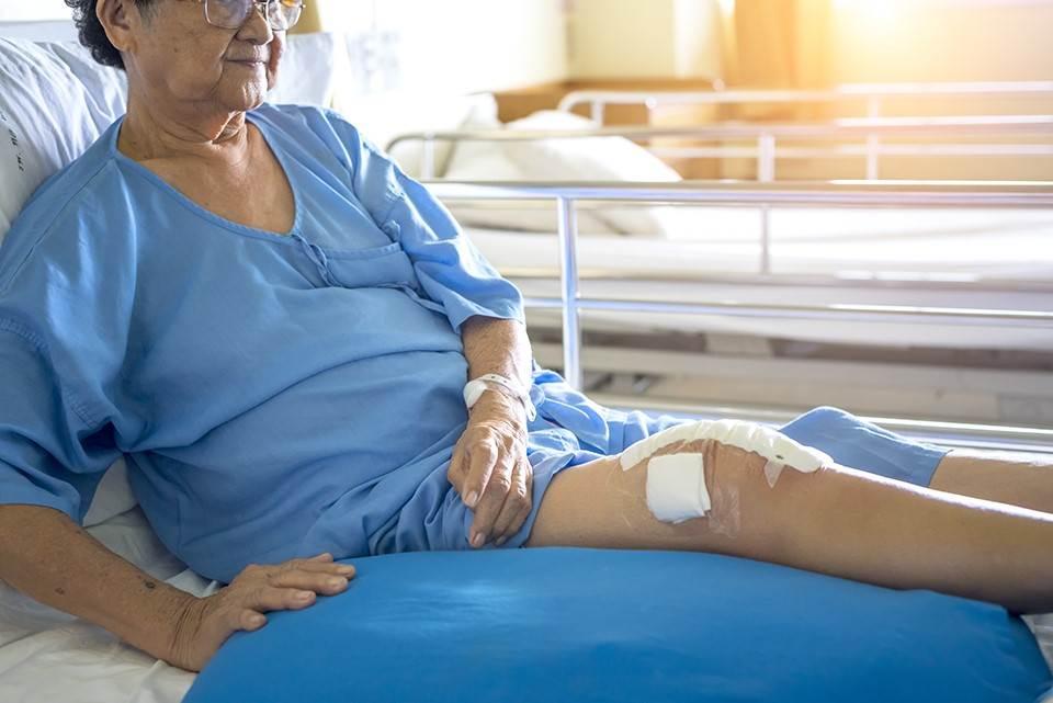 در چه صورت تنها راه درمان نکروز زانو جراحی است؟