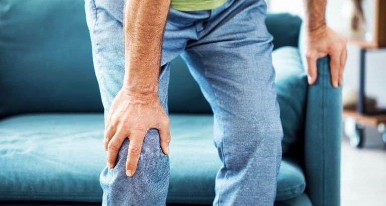راه¬های درمان خانگی زانو درد ورزش، تغذیه، ماساژ و کمپرس سرد و گرم