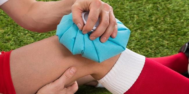 روش مناسب یخ گذاشتن روی ناحیه اسیب دیده