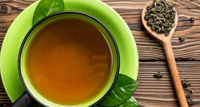 مصرف ۴ وعده چای سبز در روز برای درمان آرتروز زانو