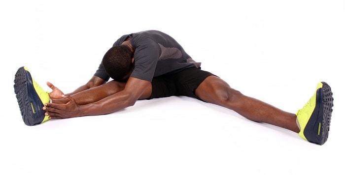 کشش ران در حالت نشسته برای درد کشاله ران تا زانو