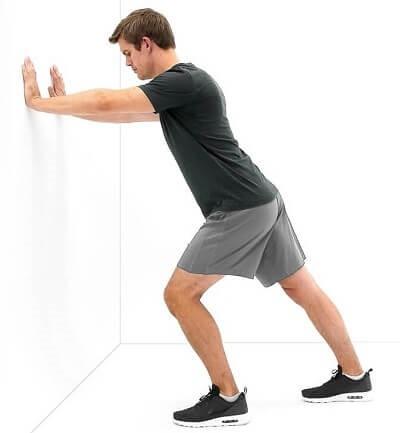 کشش عضلات پشت ساق پا در حالت ایستاده